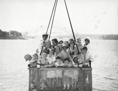 bambini sul fiume