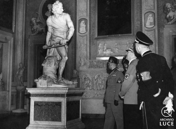 IL VIAGGIO DEL FUHRER IN ITALIA - V GIORNATA - ROMA - Visite: al Museo delle Terme, alla Galleria Borghese, a Palazzo Venezia. Dimostrazione popolare in Piazza Venezia