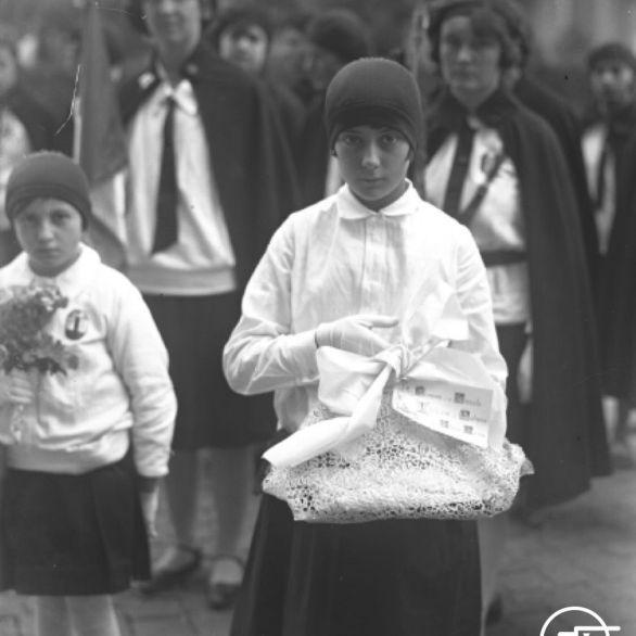 """Archivio Luce, Reparto Attualità, servizio fotografico n. 751 del 26.10.1929, """"Ritratto di una Piccola italiana"""""""